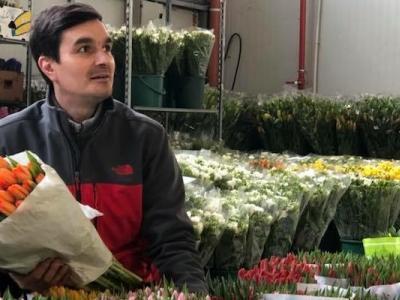 De ce florile costa mai mult in anumite perioade